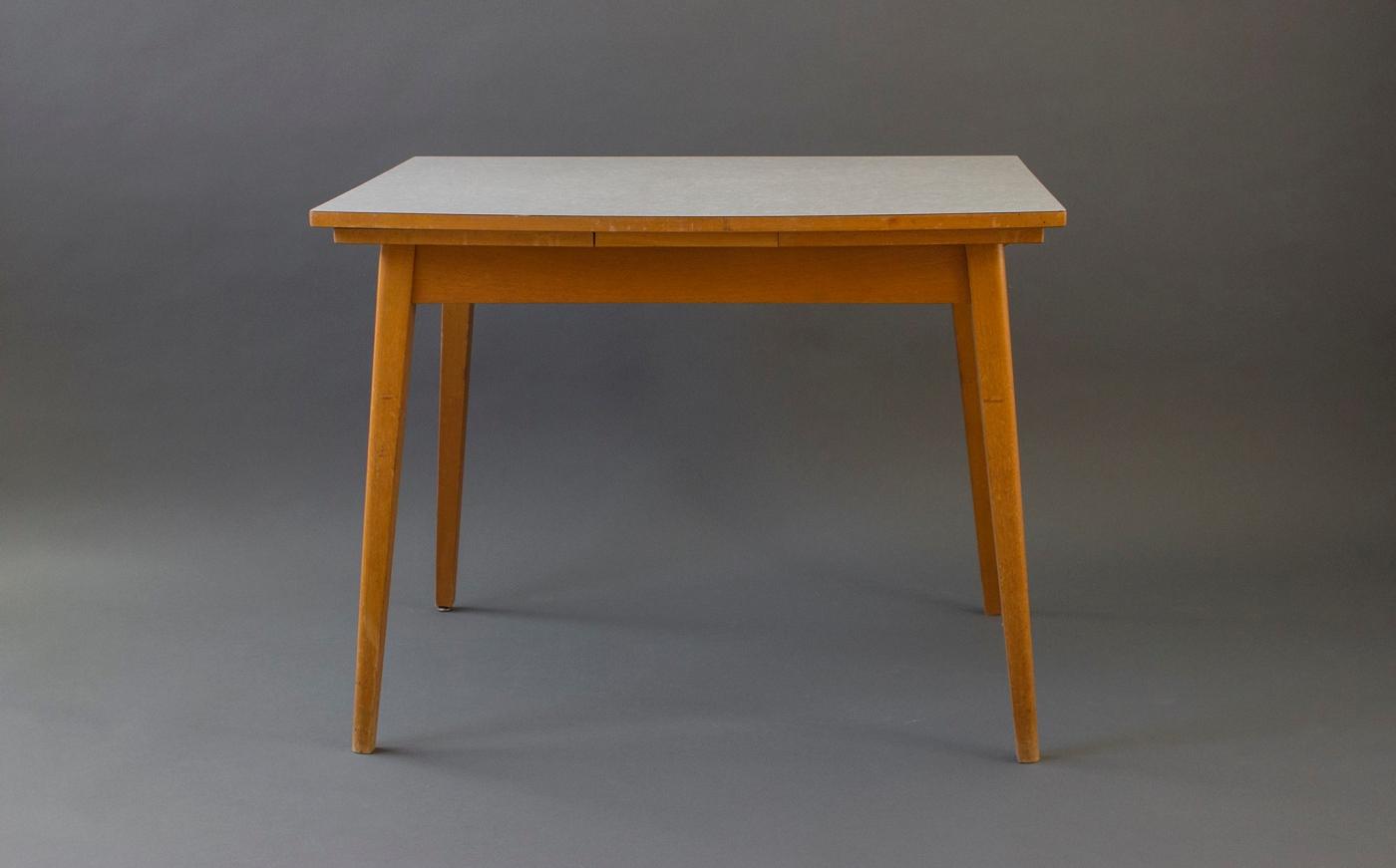 La Table En Formica Paulette Jeanine